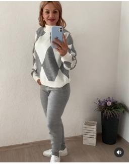 Женский прогулочный костюм серый 23975